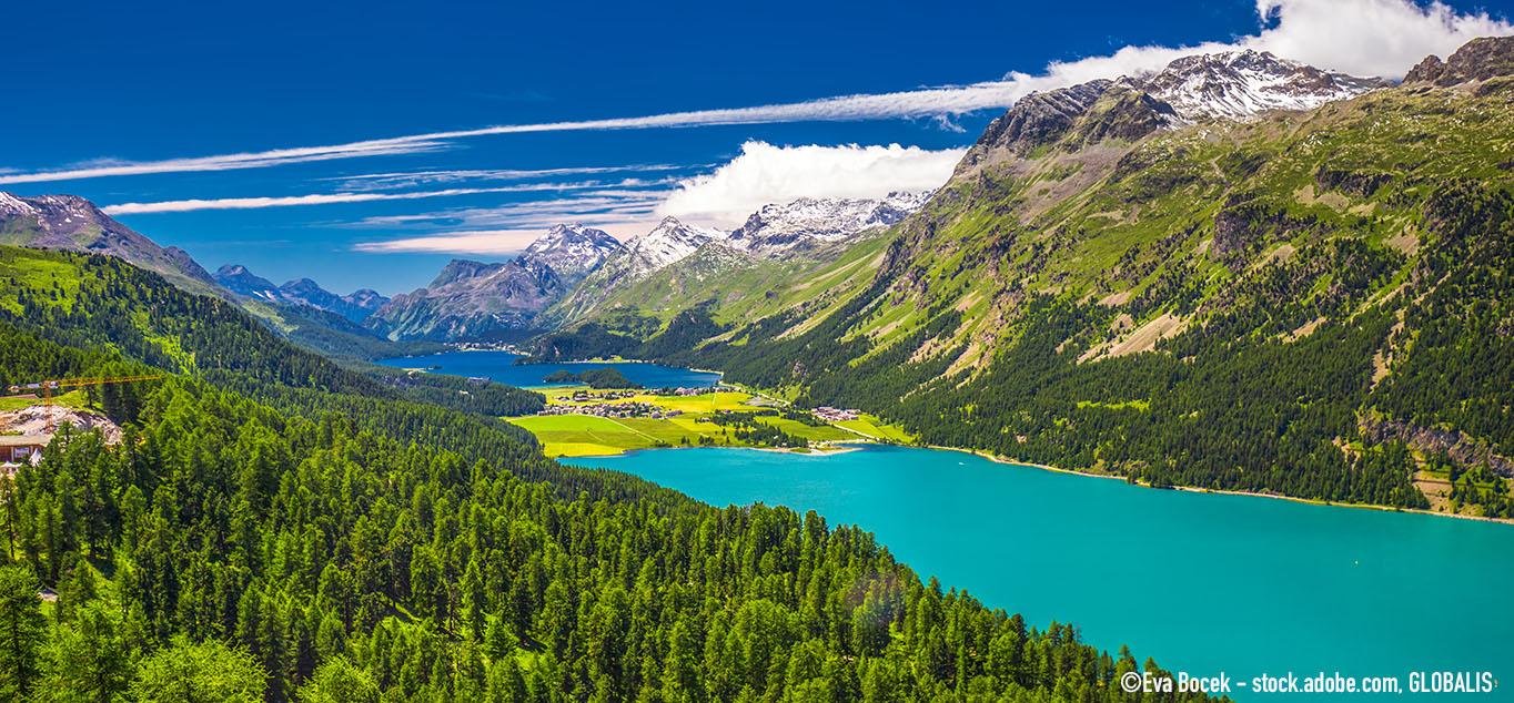 Zwischen Alpengipfeln und mediterranen Seen: Mit Panoramazügen durch die Schweiz