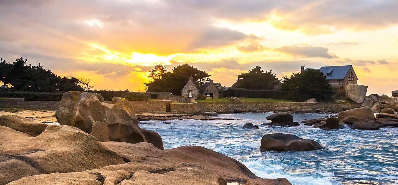 Die Bretagne: wildromantische Küsten und Landschaften